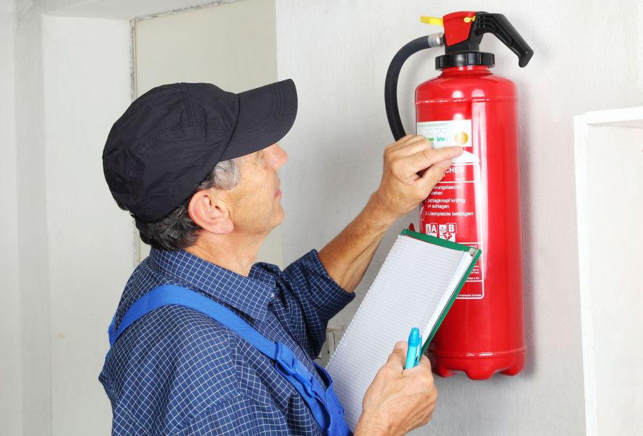 Feuerlöscher, Wartung, Instandhaltung